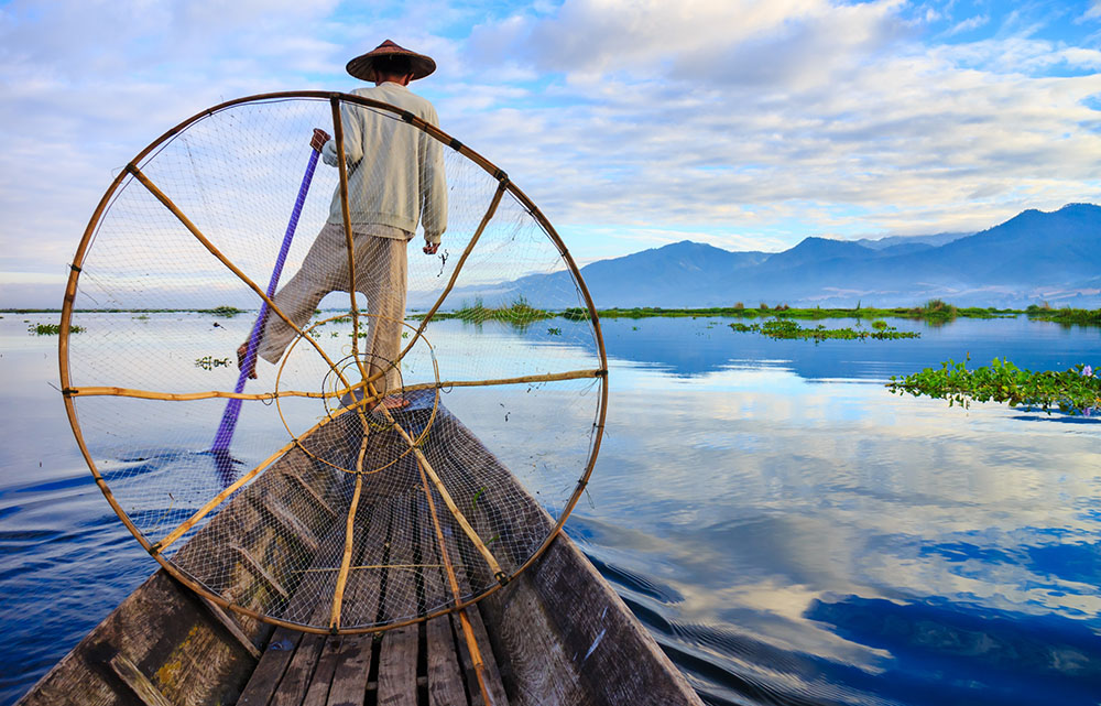 fishermen-in-inle-lake-at-sunrise-inle-lake-myanmar